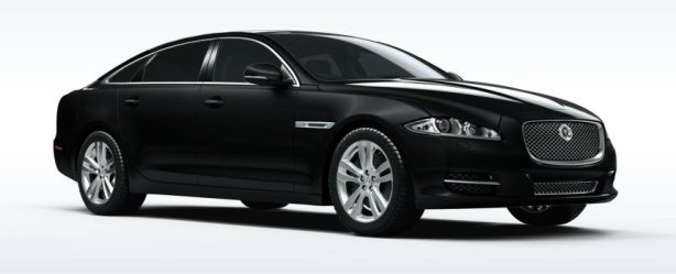 XJ V8 Premium Luxury in Ultimate Black