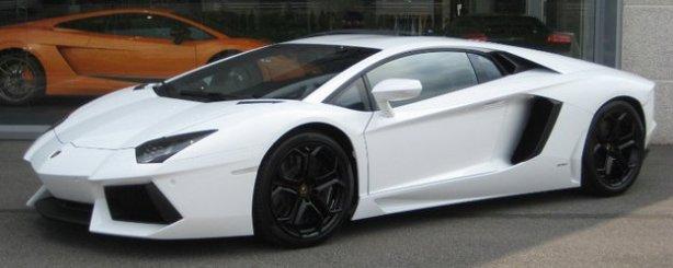 Lamborghini Aventador LP700-4 in Bianco Isis