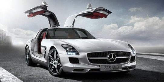 Mercedes Benz SLS AMG Coupe in Designo Mystic White